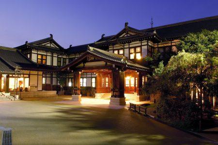 正面玄関(夜)